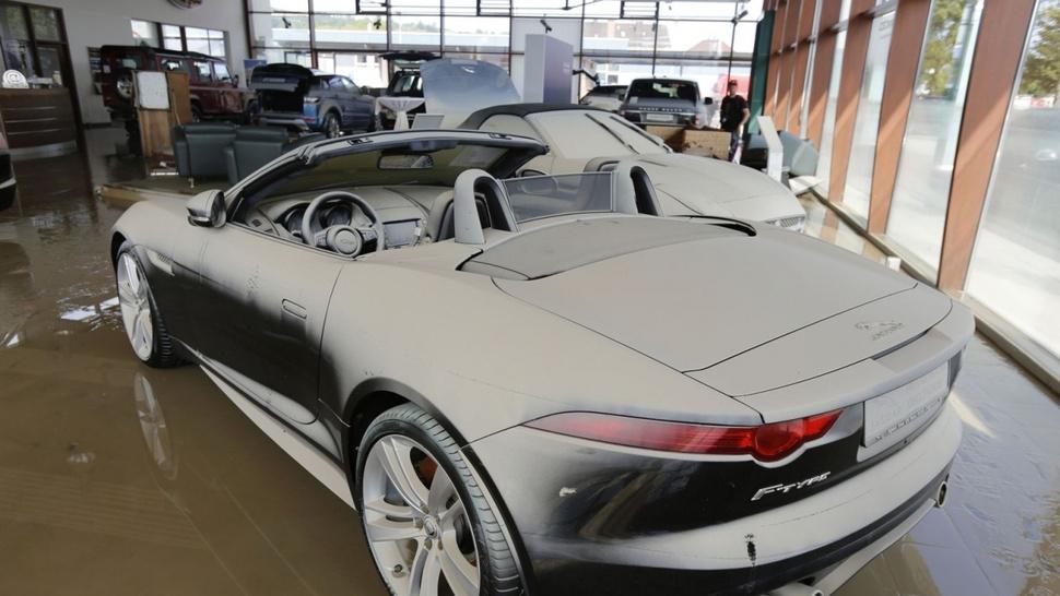 Houston Nissan Dealerships >> Brand new Jaguar F-Types ruined in floods in Germany ...
