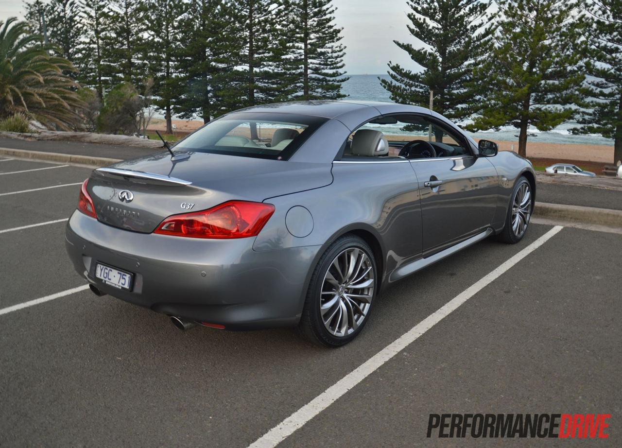 infiniti review premium rear convertible up roof coupe infinity video s