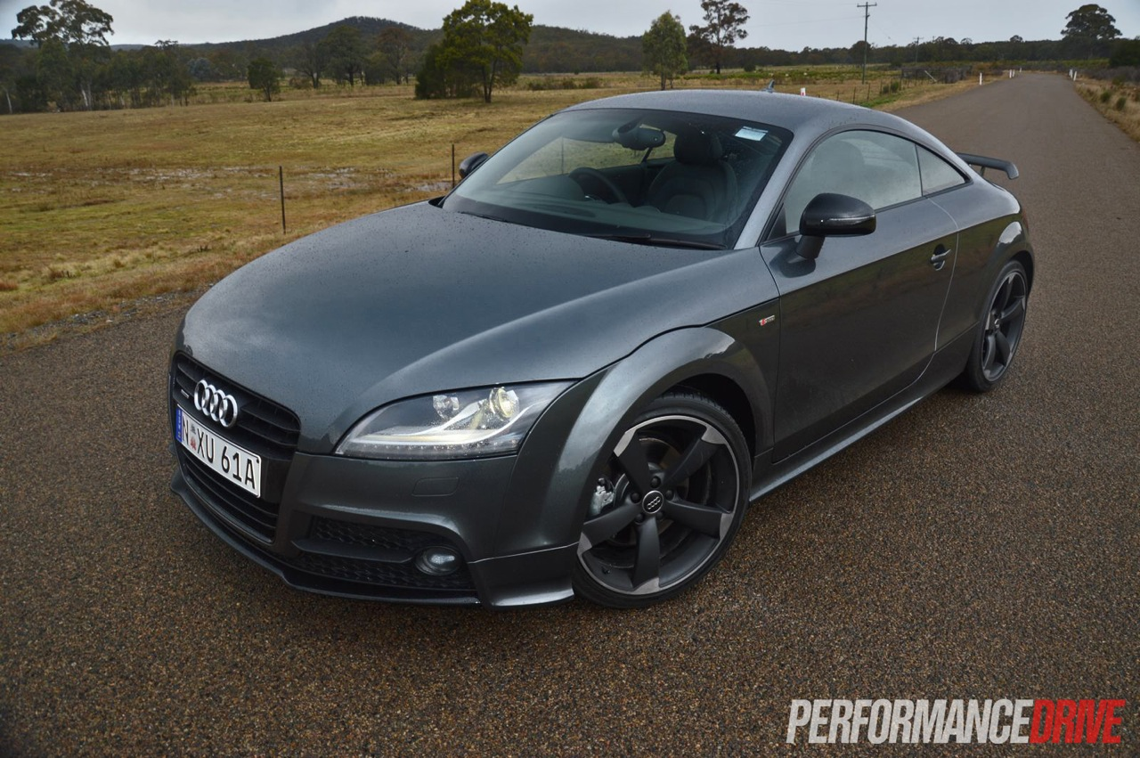 2013 audi tt coupe s line competition review video performancedrive. Black Bedroom Furniture Sets. Home Design Ideas