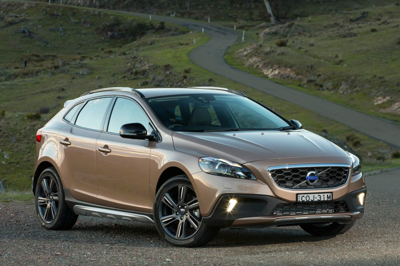 volvo v40 cross country on sale in australia from 47 990 performancedrive. Black Bedroom Furniture Sets. Home Design Ideas