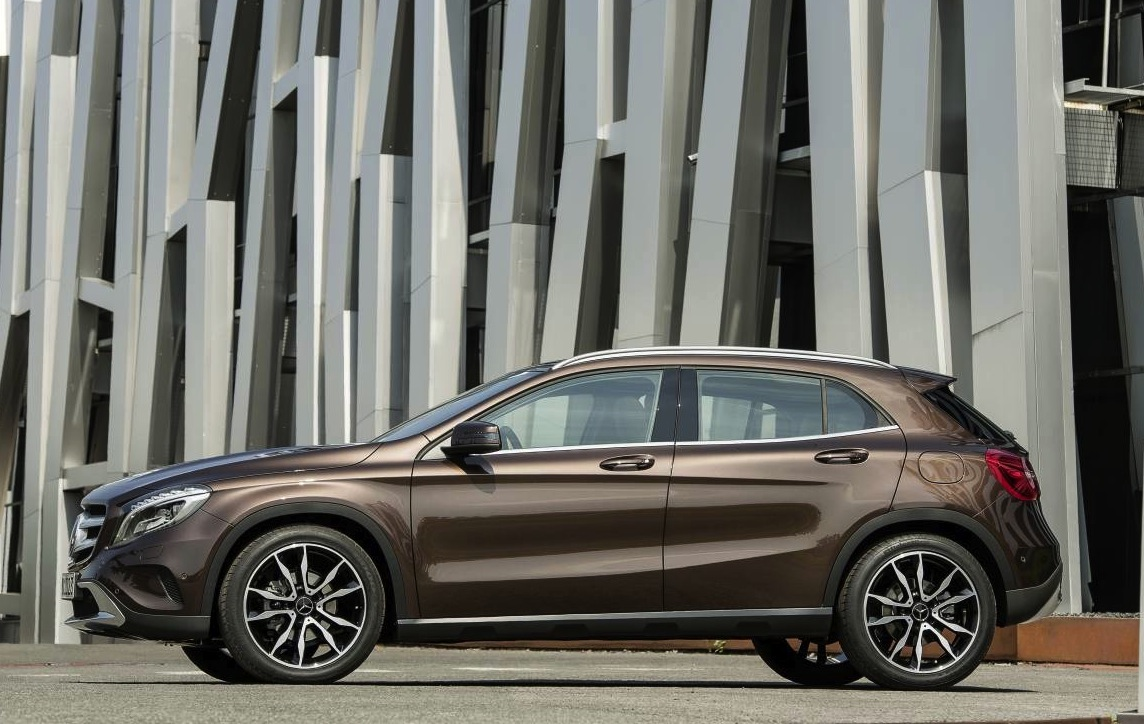 mercedes benz gla revealed arriving early 2014. Black Bedroom Furniture Sets. Home Design Ideas