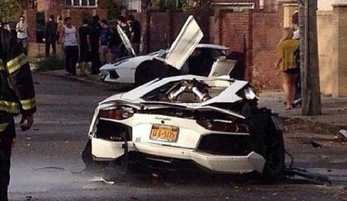 Lamborghini Aventador crash-car in half