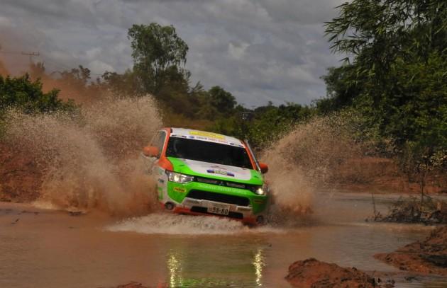 Mitsubishi Outlander PHEV AXCR rally