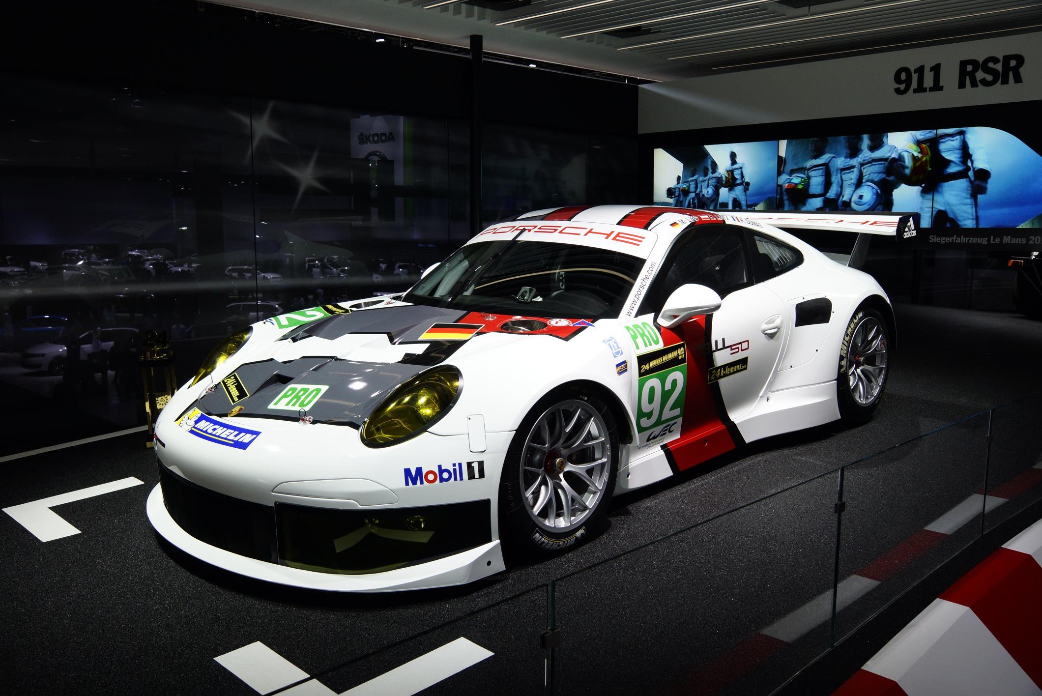 Porsche 918 Spyder Hybrid & 911 GT2 EVO...Garage43