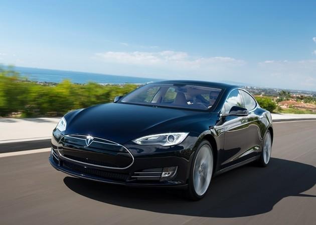 Tesla Model S-driving