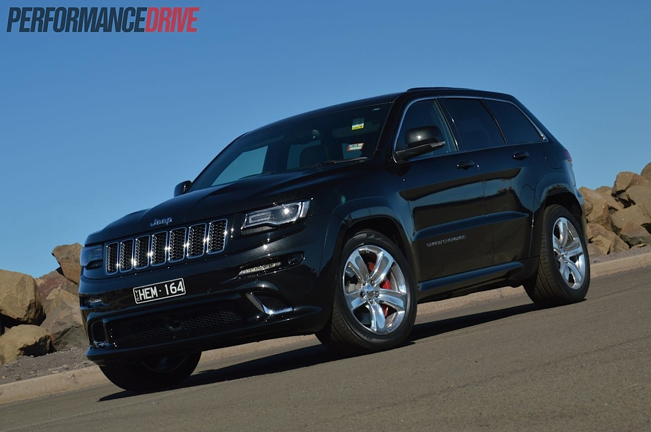 2014 jeep grand cherokee srt review video performancedrive. Black Bedroom Furniture Sets. Home Design Ideas