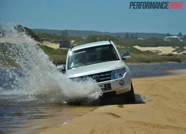 2014 Mitsubishi Pajero Exceed water crossing