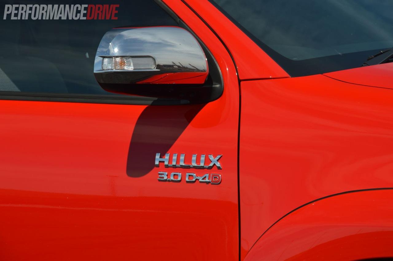 2013 Toyota HiLux SR5 D4 badge & 2013 Toyota HiLux SR5 D4 badge | pezcame.com