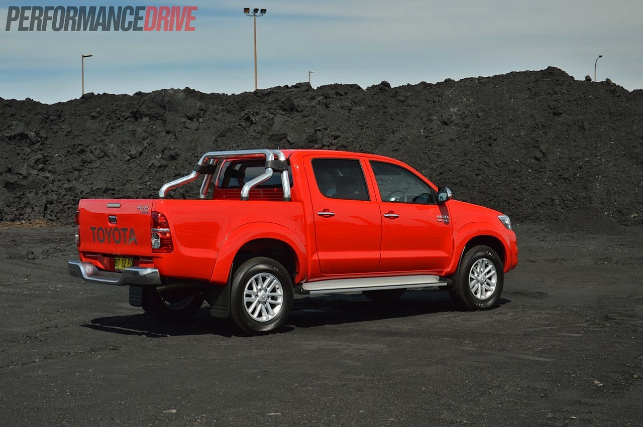 2013 model review engine toyota hilux 460x359 2014 toyota hilux sr5