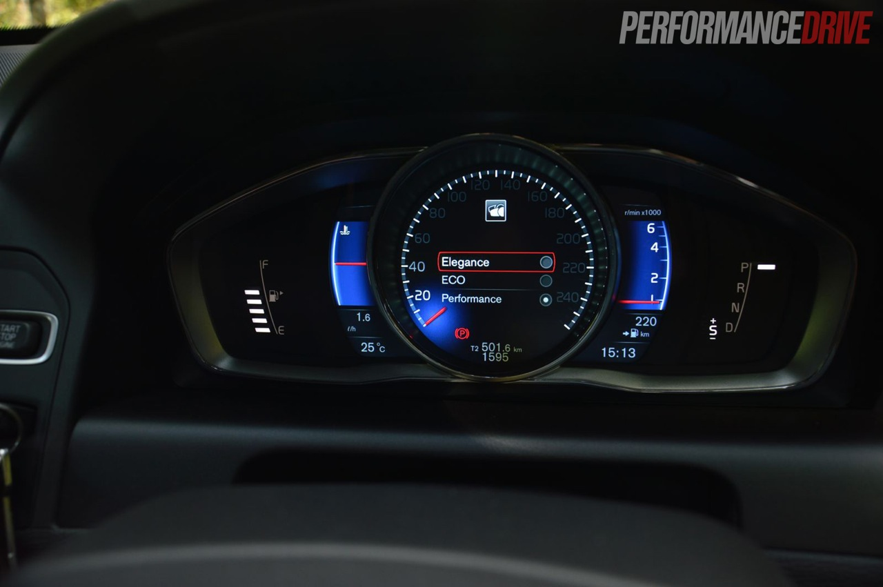2014 Volvo XC60 T6 R-Design LCD instrument cluster