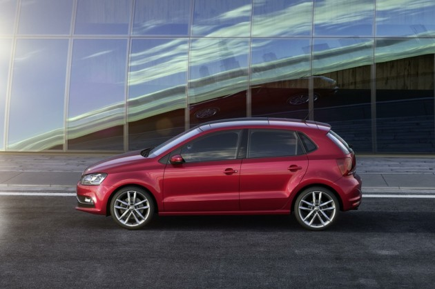 2014 Volkswagen Polo-side