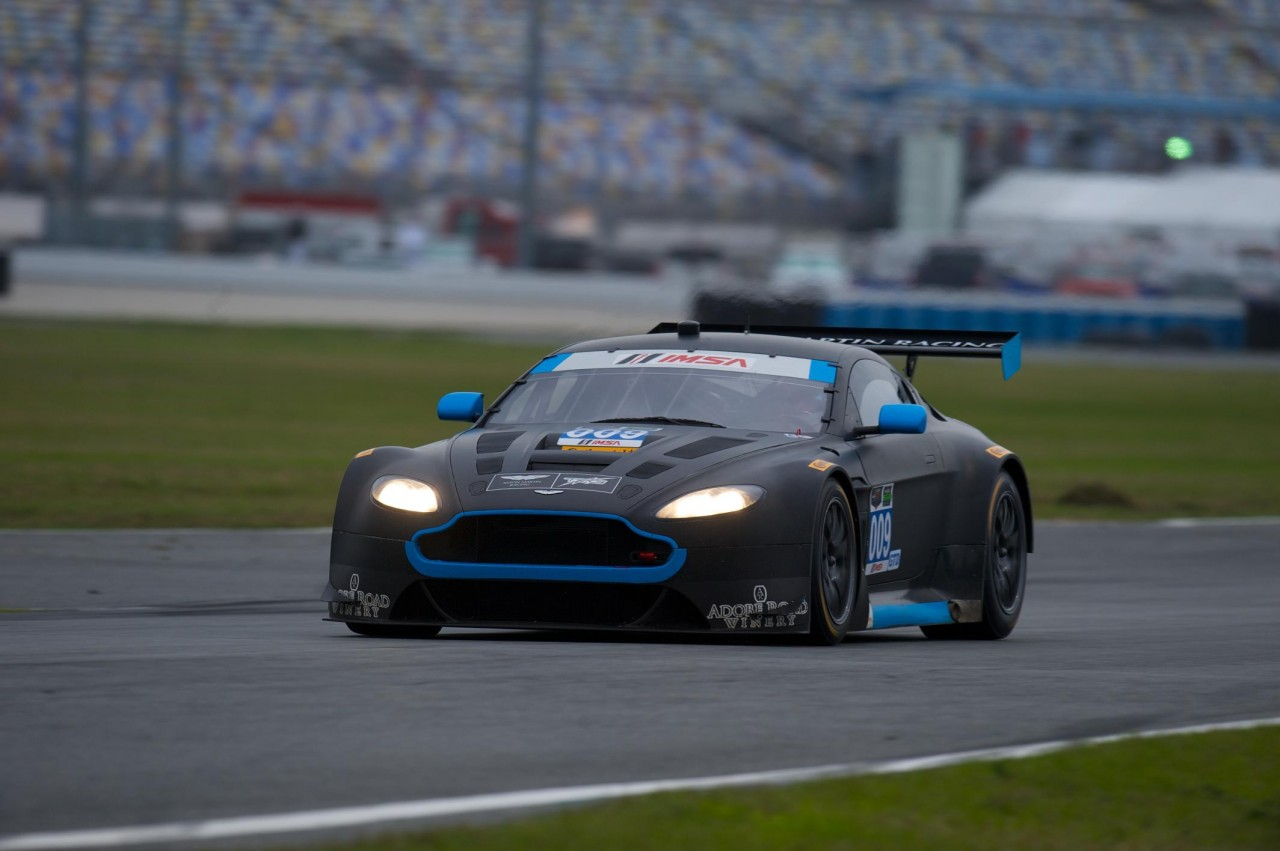 aston martin competing in daytona 24hr first time since 1985 performancedrive. Black Bedroom Furniture Sets. Home Design Ideas