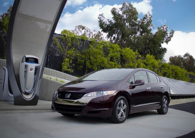 Honda FCX solar hydrogen fuel station