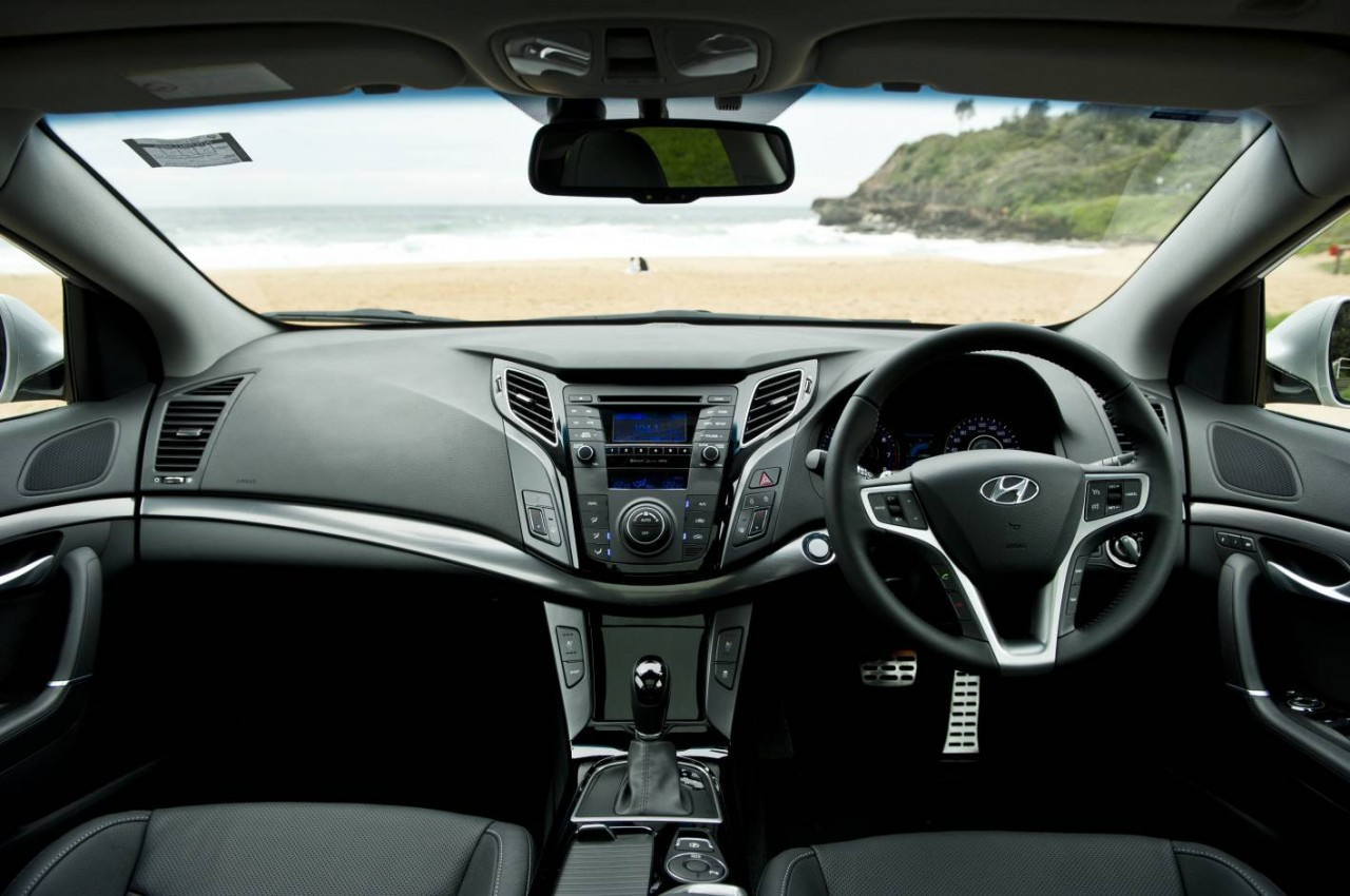 2014 hyundai i40 gets driving modes and auto tailgate. Black Bedroom Furniture Sets. Home Design Ideas