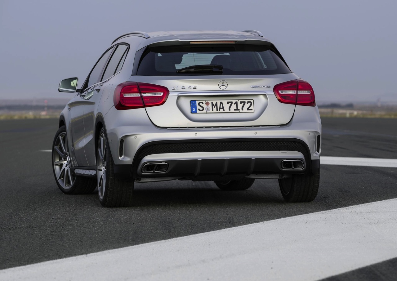 mercedes benz gla 45 amg rear diffuser. Black Bedroom Furniture Sets. Home Design Ideas