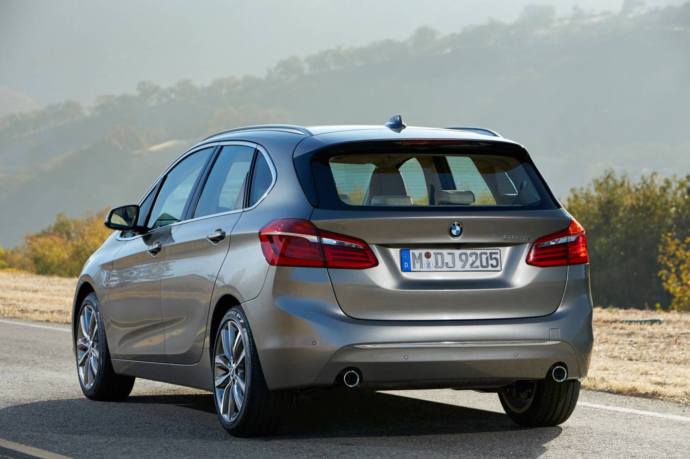 bmw 2 series active tourer revealed first ever fwd bmw. Black Bedroom Furniture Sets. Home Design Ideas