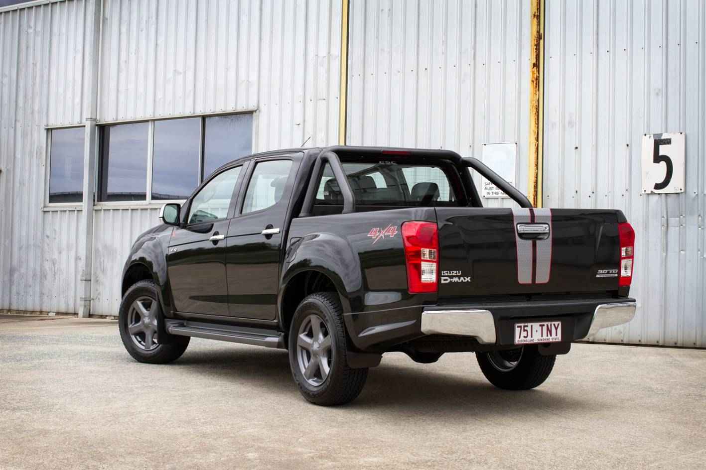 2014 Isuzu D-Max X-Runner-rear |