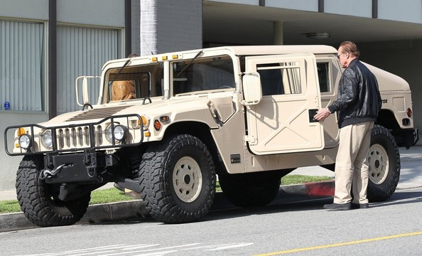 Arnold Schwarzenegger spotted in his AM General Hummer ...
