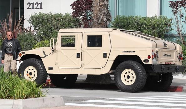 Arnold Schwarzenegger AM General Hummer-3