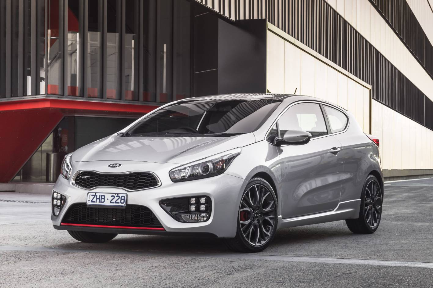 kia pro cee 39 d gt on sale from 29 990 kia 39 s first hot hatch performancedrive. Black Bedroom Furniture Sets. Home Design Ideas