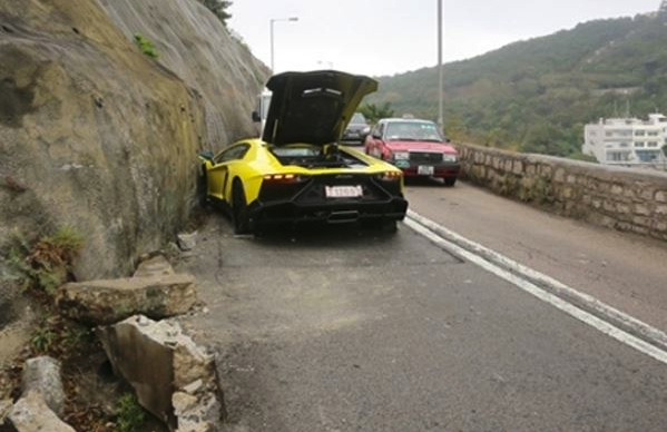 Lamborghini Aventador LP720-4 50 Anniversario crash-Hong Kong