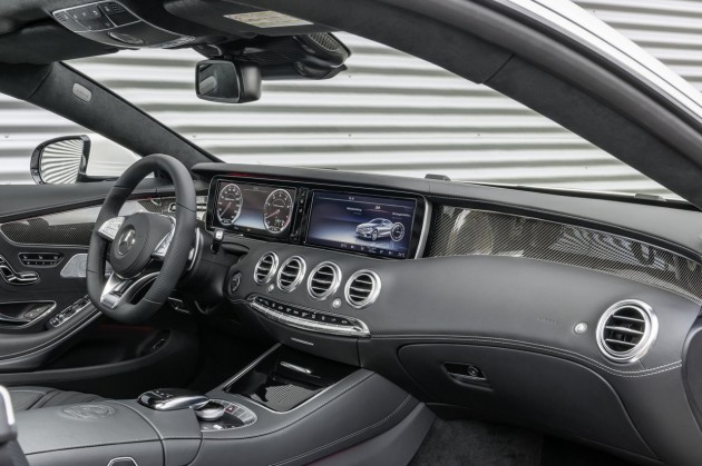 Mercedes-Benz S 63 AMG Coupe-dash