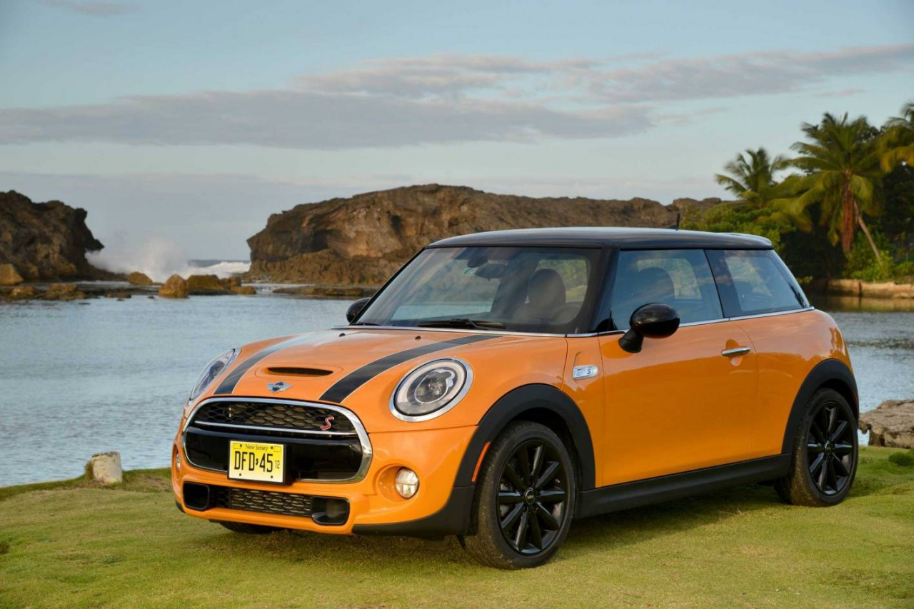 2014 mini cooper on sale in australia from 26 650 performancedrive. Black Bedroom Furniture Sets. Home Design Ideas