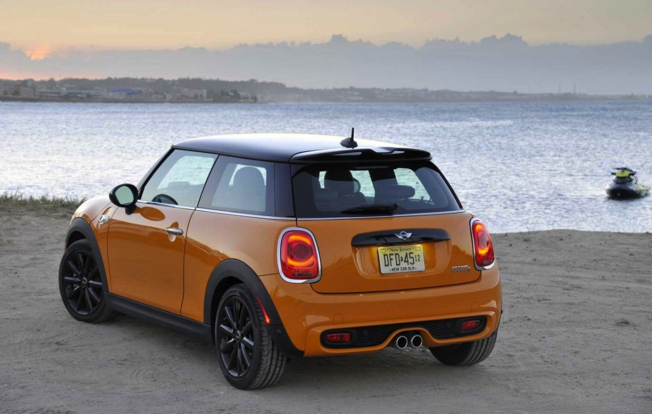 2014 mini cooper on sale in australia from 26 650. Black Bedroom Furniture Sets. Home Design Ideas