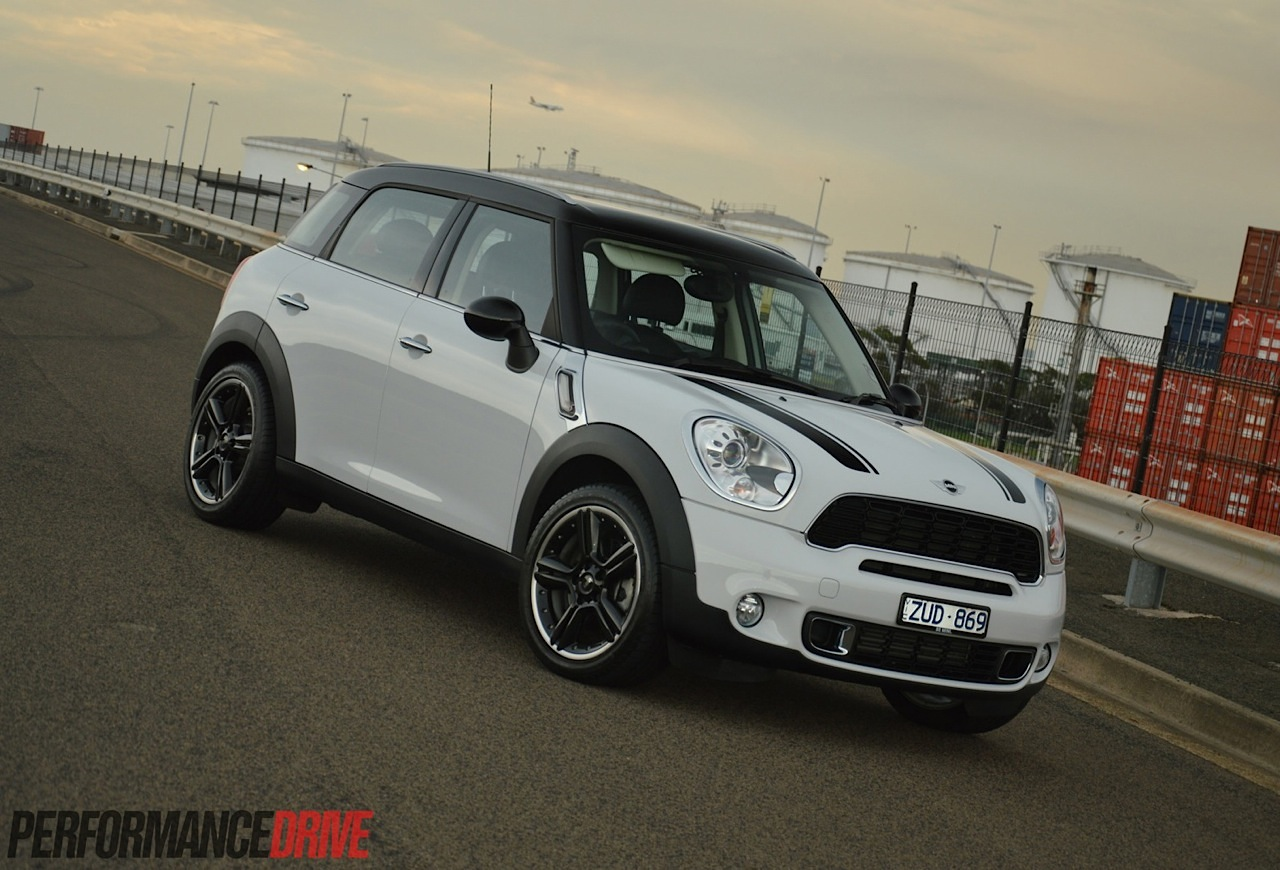 2014 mini countryman cooper s review video performancedrive. Black Bedroom Furniture Sets. Home Design Ideas