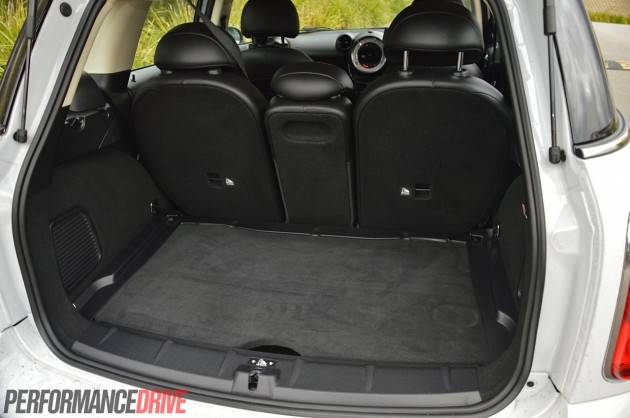 2014 MINI Countryman Cooper S-cargo space
