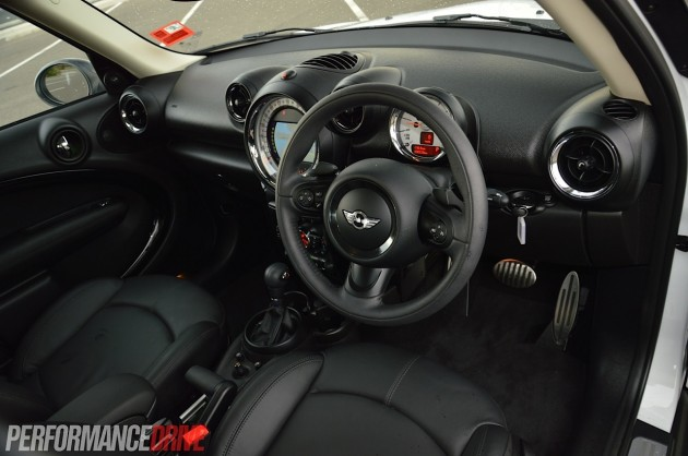 2014 MINI Countryman Cooper S interior