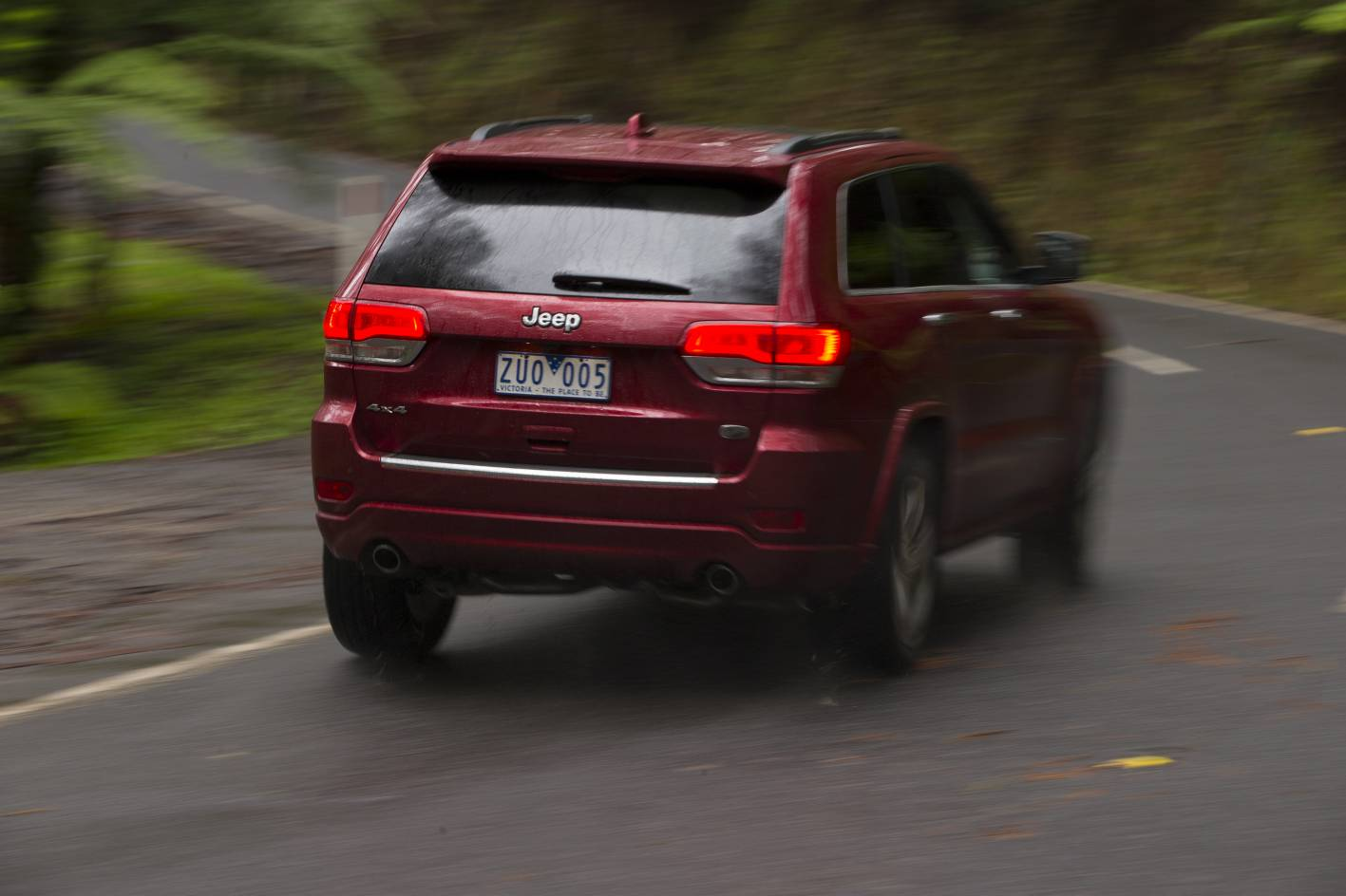 2014 jeep grand cherokee overland crd review performancedrive. Cars Review. Best American Auto & Cars Review