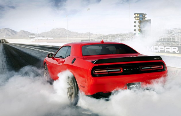 2015 Dodge Challenger SRT Hellcat-burnout