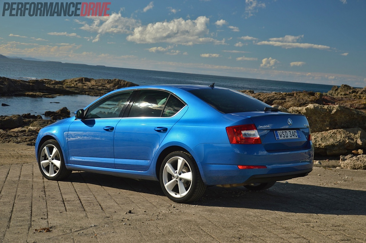 2014 skoda octavia elegance 132tsi review video. Black Bedroom Furniture Sets. Home Design Ideas