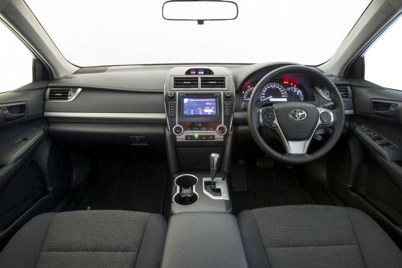 2014 Toyota Camry ZR Interior