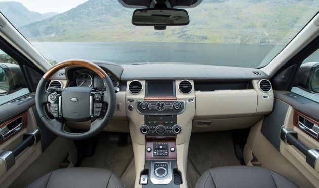 2015 Land Rover Discovery-interior