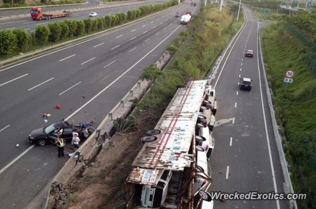 11 car truck crash China-2