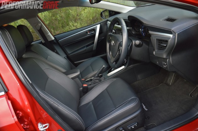 2014 Toyota Corolla ZR sedan-front seats