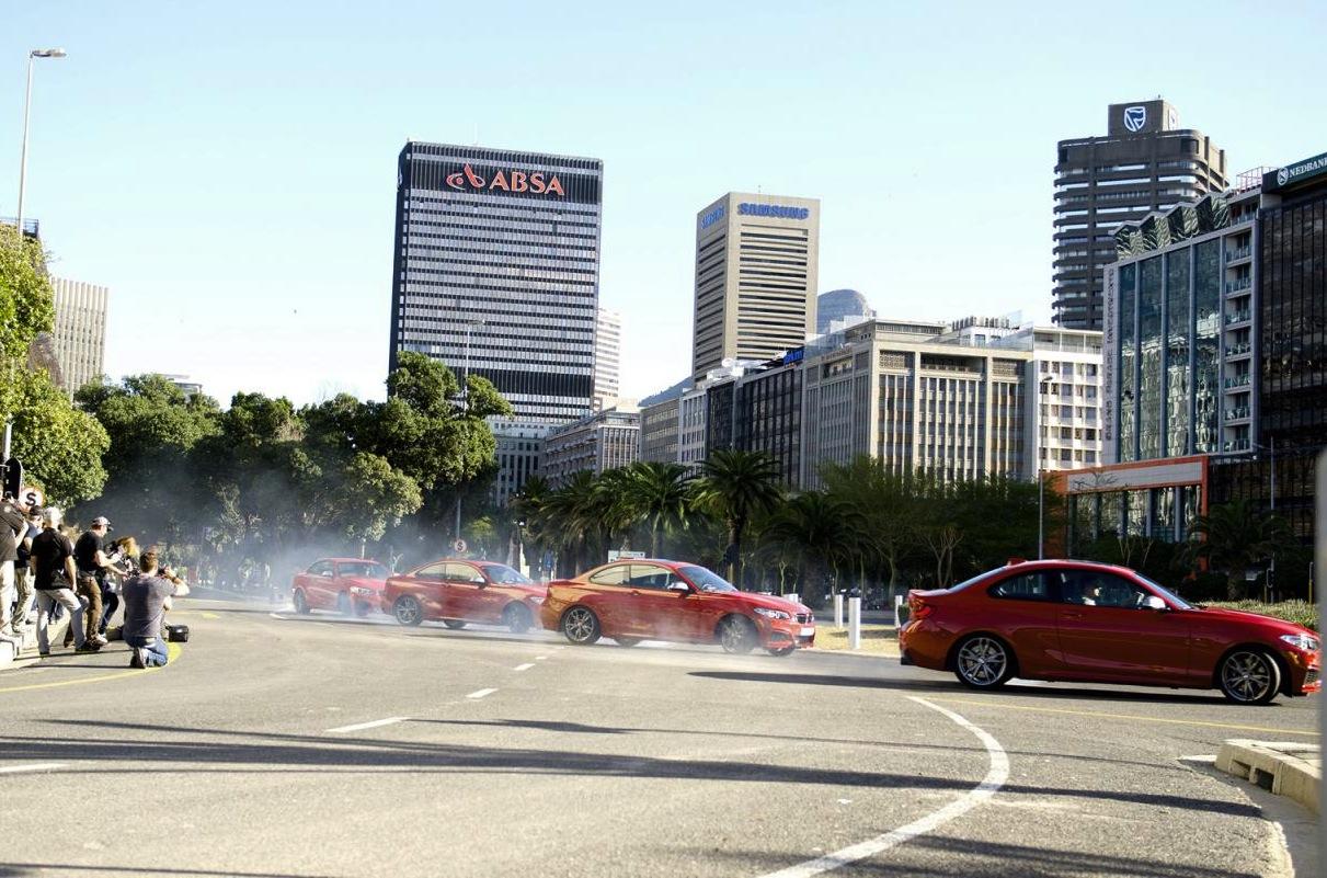 Video: BMW M235i creates 'drift mob' dance at roundabout