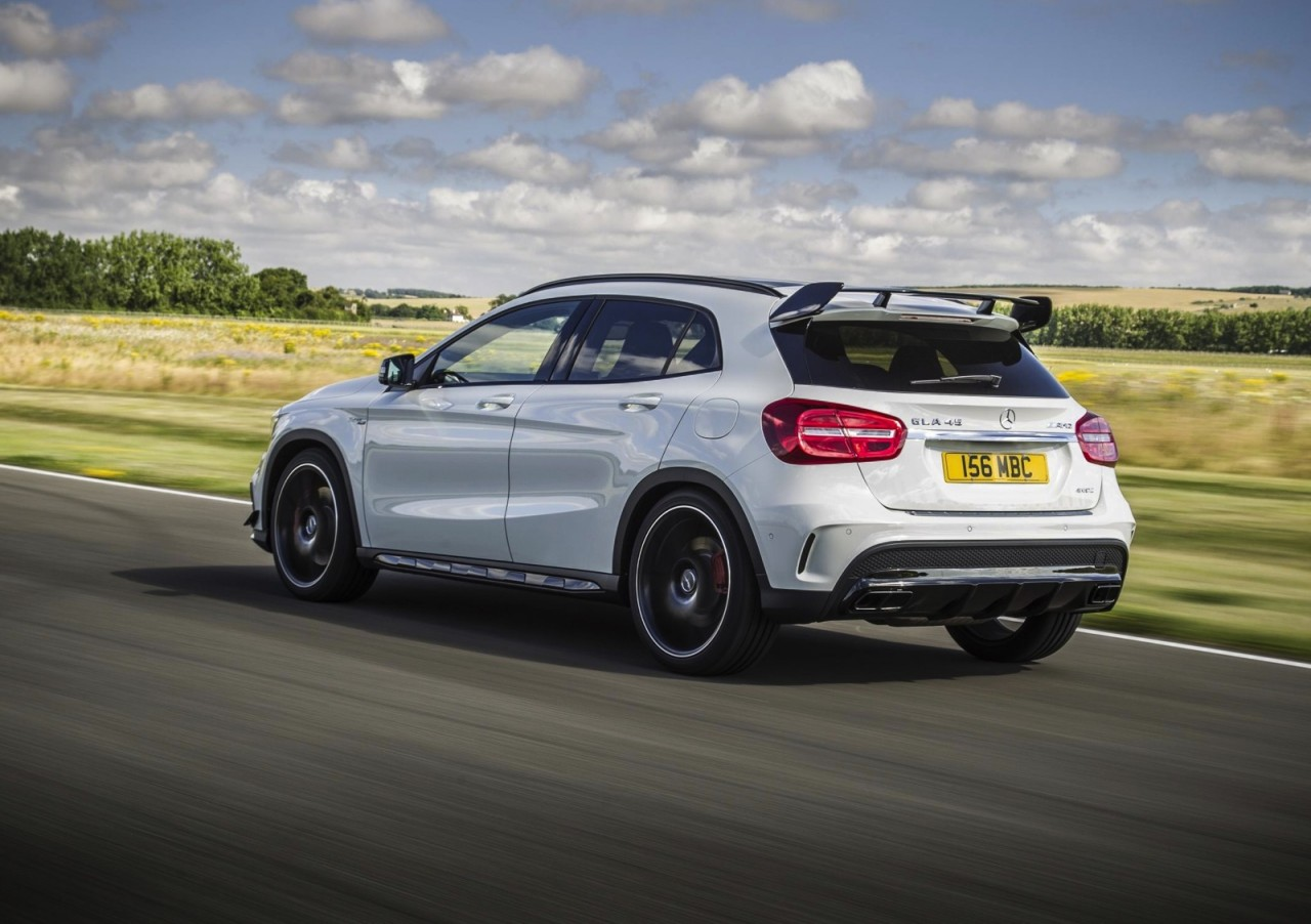 mercedes benz gla 45 amg with aero kit performancedrive. Black Bedroom Furniture Sets. Home Design Ideas