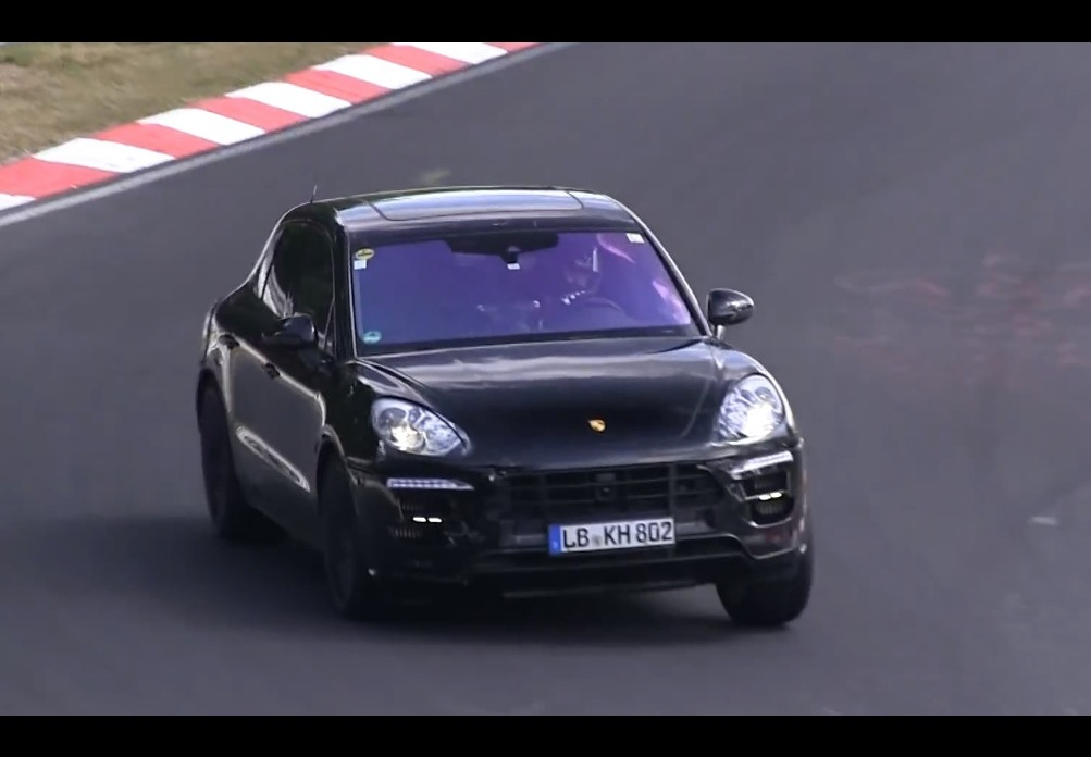 video porsche macan 39 turbo s 39 spotted performancedrive. Black Bedroom Furniture Sets. Home Design Ideas