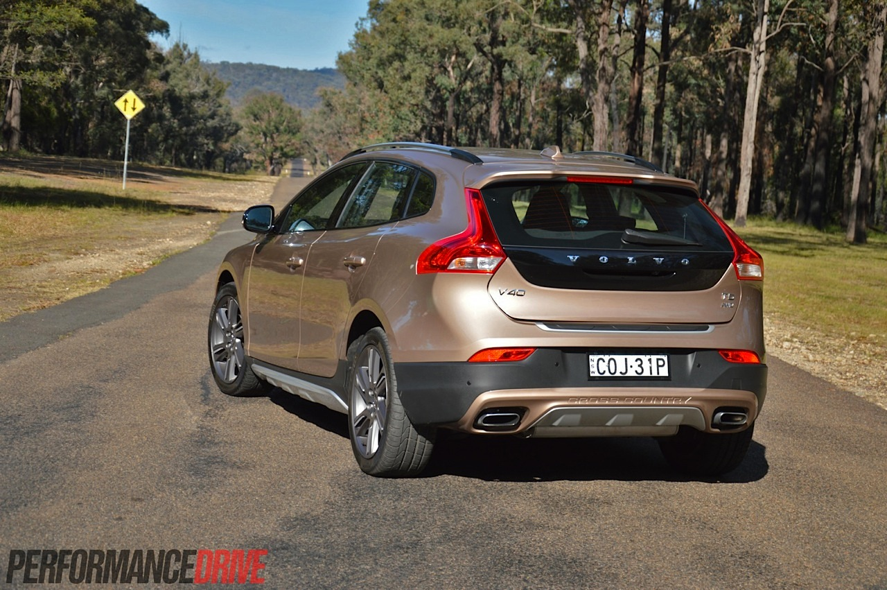 2014 volvo v40 cross country t5 review video. Black Bedroom Furniture Sets. Home Design Ideas