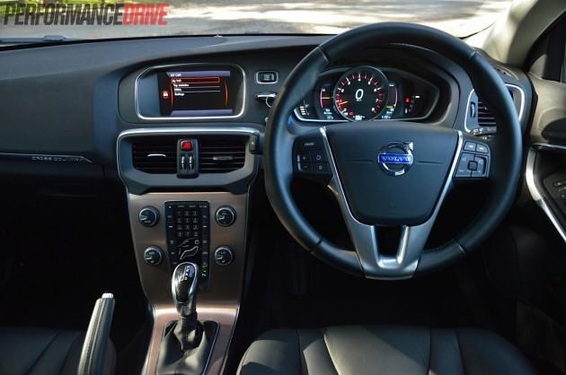 2014 Volvo V40 Cross Country T5-dash