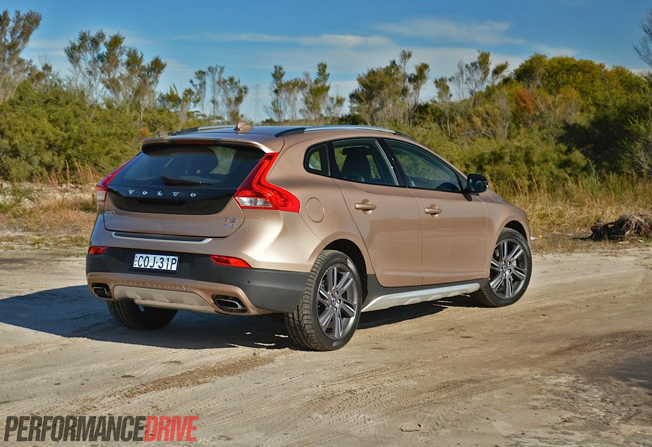 2014 volvo v40 cross country t5 review video performancedrive. Black Bedroom Furniture Sets. Home Design Ideas