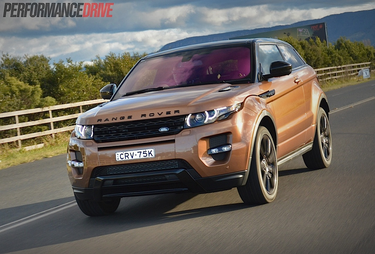 2014 range rover evoque si4 review video performancedrive. Black Bedroom Furniture Sets. Home Design Ideas