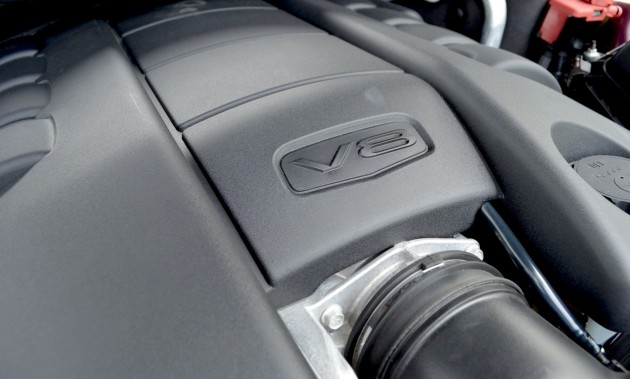Holden VF Commodore V8 engine