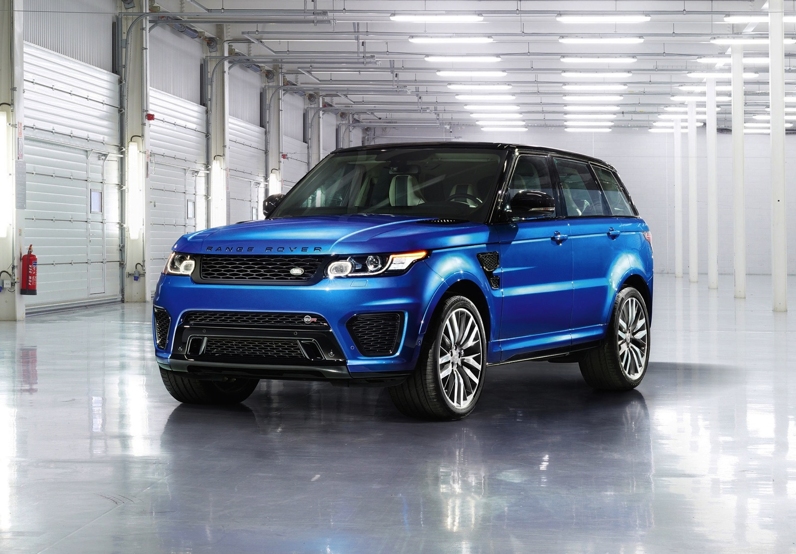 range rover sport svr revealed on sale in australia q2. Black Bedroom Furniture Sets. Home Design Ideas
