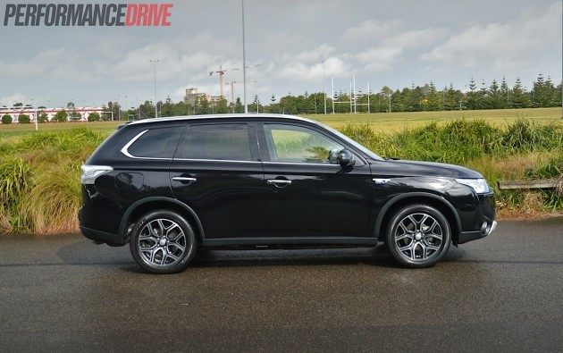 2014 Mitsubishi Outlander PHEV Aspire-body