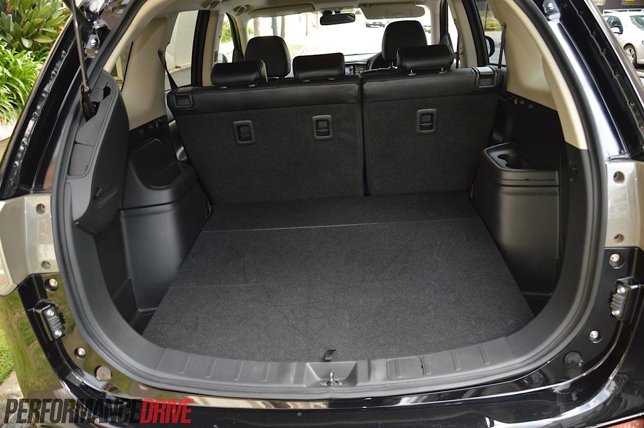 2014 Mitsubishi Outlander PHEV Aspire review (video) | PerformanceDrive