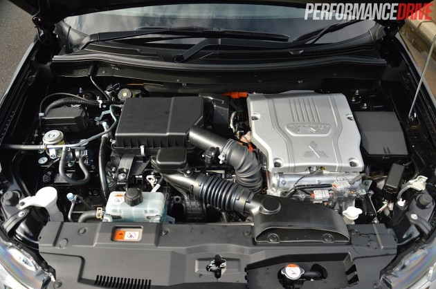 2014 Mitsubishi Outlander PHEV-engine
